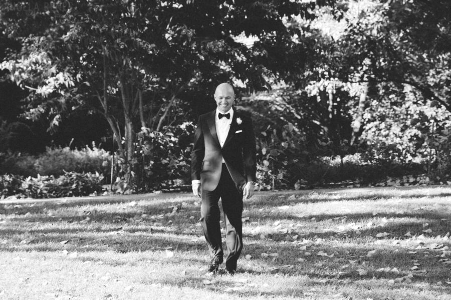groom walking up aisle outdoor wedding