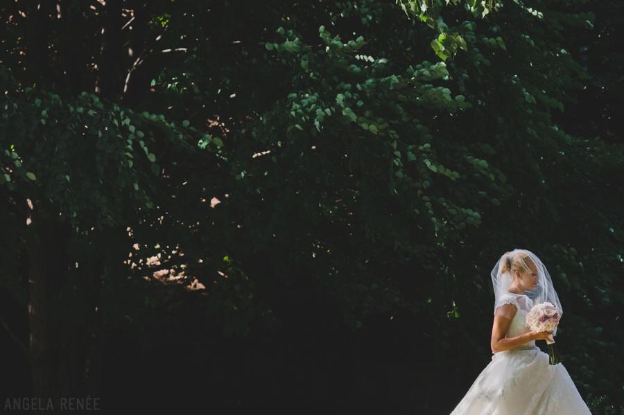 bride with veil outdoor ceremony