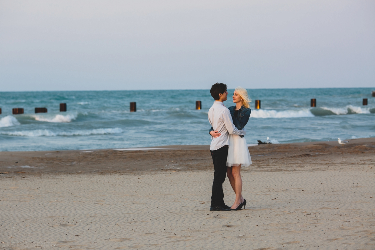 011-Chicago-beach-engagement-session