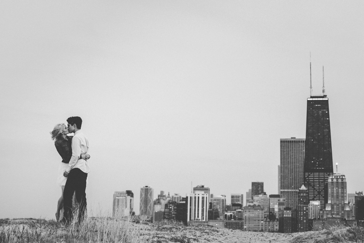 016-Chicago-beach-engagement-session