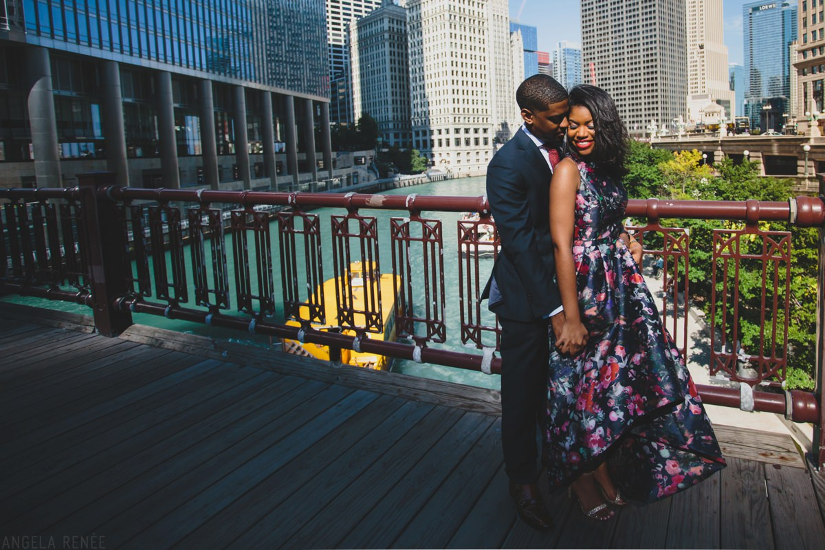 downtown-chicago-engagement-session-08