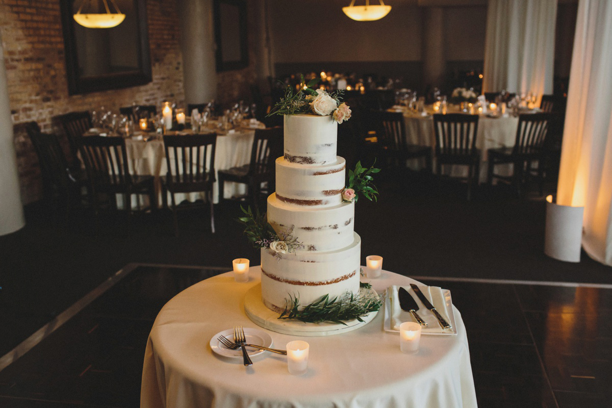 bare-rustic-wedding-cake